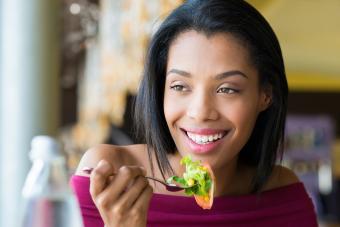 https://cf.ltkcdn.net/fun/images/slide/201825-850x567-Girl-eating-fresh-salad.jpg