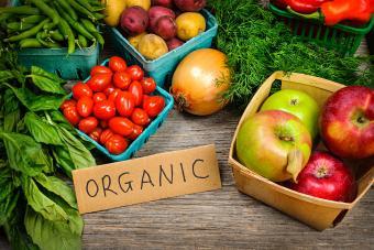 https://cf.ltkcdn.net/fun/images/slide/201827-850x567-Organic-fruits-and-vegetables.jpg