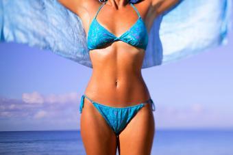 https://cf.ltkcdn.net/fun/images/slide/201834-850x567-Woman-wearing-bikini.jpg