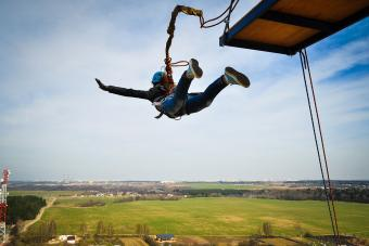 https://cf.ltkcdn.net/fun/images/slide/201835-850x567-Bungee-jumping.jpg