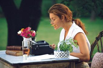 https://cf.ltkcdn.net/fun/images/slide/201839-850x567-Woman-using-typewriter.jpg