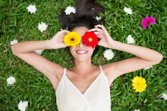 https://cf.ltkcdn.net/fun/images/slide/201840-850x567-Cheerful-spring-beauty.jpg