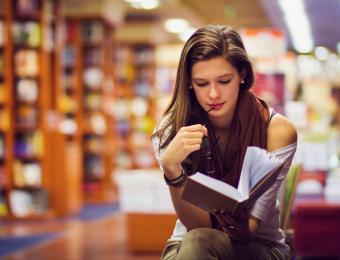 https://cf.ltkcdn.net/fun/images/slide/203833-850x649-Girl-in-library.jpg
