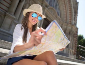 https://cf.ltkcdn.net/fun/images/slide/203852-850x649-Female-traveler.jpg