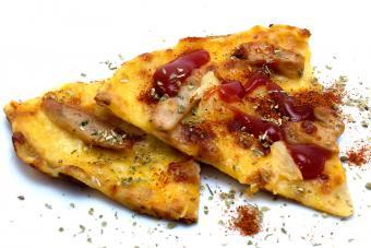 https://cf.ltkcdn.net/fun/images/slide/204300-850x567-Thai-Chicken-Pizza.jpg