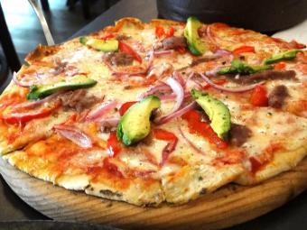 https://cf.ltkcdn.net/fun/images/slide/204304-850x638-mexican-pizza.jpg
