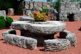 https://cf.ltkcdn.net/fun/images/slide/204584-850x569-Coral-Castle-Garden-Decor.jpg