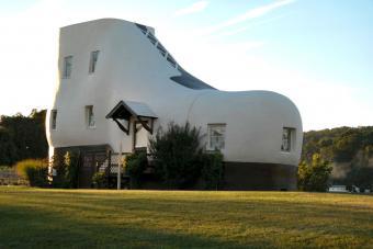 https://cf.ltkcdn.net/fun/images/slide/204587-850x566-The-Haines-Shoe-House.jpg