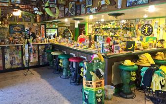 https://cf.ltkcdn.net/fun/images/slide/205152-850x531-International-Banana-Museum.jpg