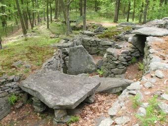 https://cf.ltkcdn.net/fun/images/slide/205374-850x638-Sacrificial-Table-Americas-Stonehenge.jpg