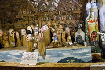 https://cf.ltkcdn.net/fun/images/slide/205936-850x566-bread-and-puppet-museum.jpg