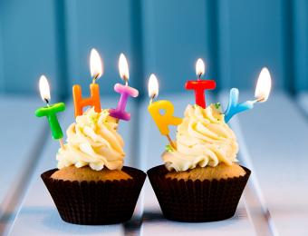 https://cf.ltkcdn.net/fun/images/slide/205981-668x510-Cupcake-with-candles-for-thirtieth-birthday.jpg