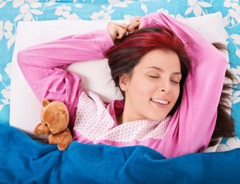https://cf.ltkcdn.net/fun/images/slide/205989-668x510-Young-woman-in-pink-PJs.jpg