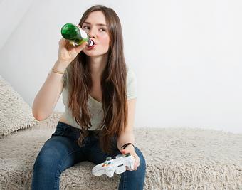 https://cf.ltkcdn.net/fun/images/slide/206505-667x524-Woman-playing-video-game.jpg