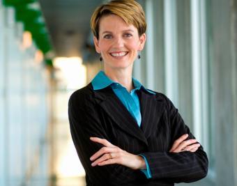 https://cf.ltkcdn.net/fun/images/slide/206507-667x524-Female-executive.jpg