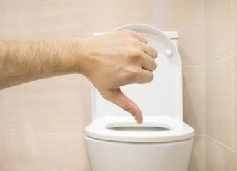 5 Reasons Why You Shouldn't Use Toilet Seat Covers