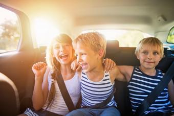 https://cf.ltkcdn.net/fun/images/slide/206681-850x567-kids-on-roadtrip.jpg