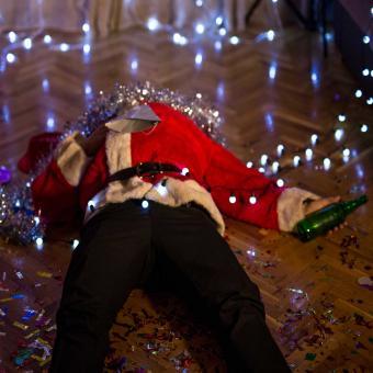 https://cf.ltkcdn.net/fun/images/slide/207186-850x850-Drunk-Santa-Claus.jpg