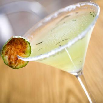 https://cf.ltkcdn.net/fun/images/slide/207328-850x850-Cucumber-Martini.jpg