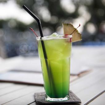 https://cf.ltkcdn.net/fun/images/slide/207331-850x850-Artlantic-cocktail.jpg