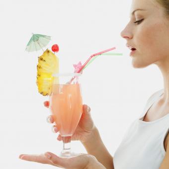 https://cf.ltkcdn.net/fun/images/slide/207333-850x850-Pineapple-Upside-Down-Drink.jpg