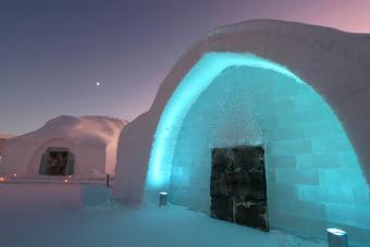 https://cf.ltkcdn.net/fun/images/slide/210392-850x567-Icehotel-Entrance.jpg