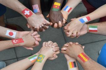 https://cf.ltkcdn.net/fun/images/slide/210394-850x567-International-brothers-and-sisters.jpg