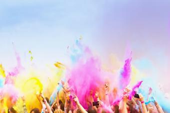 https://cf.ltkcdn.net/fun/images/slide/210406-850x567-Holi-Festival.jpg