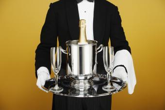 https://cf.ltkcdn.net/fun/images/slide/210410-850x567-Champagne-on-silver-platter.jpg