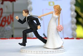 runaway groom cake topper