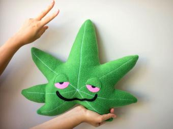https://cf.ltkcdn.net/fun/images/slide/212097-850x636-stoned-cannabis-leaf-plushie.jpg