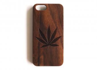 https://cf.ltkcdn.net/fun/images/slide/212099-850x618-wood-marijuana-leaf-iphone-case.jpg