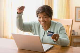 https://cf.ltkcdn.net/fun/images/slide/216434-704x469-Senior-woman-shopping-online.jpg