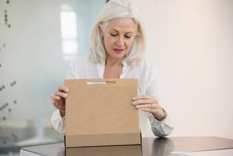 https://cf.ltkcdn.net/fun/images/slide/216438-704x469-Woman-opening-a-box.jpg