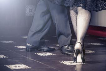 https://cf.ltkcdn.net/fun/images/slide/216444-704x469-Couple-dancing.jpg
