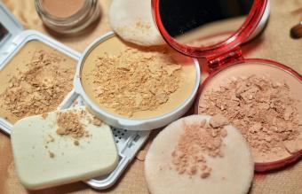 compact powder and concealer