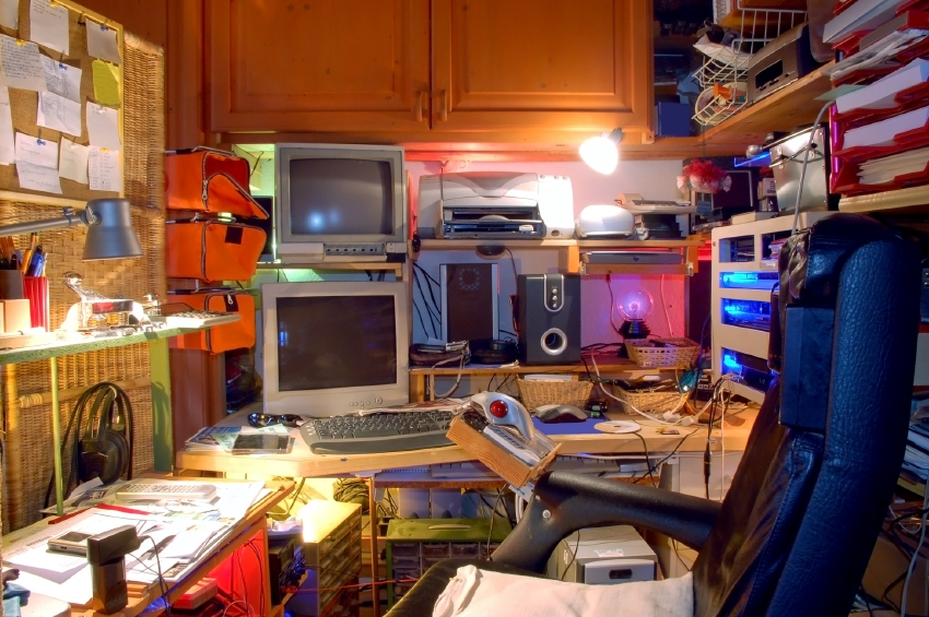 computer_desk_hutch.JPG