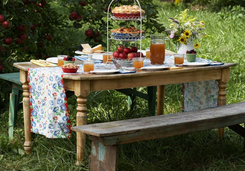 https://cf.ltkcdn.net/furniture/images/slide/256369-850x595-2_Farm_Table_bench.jpg