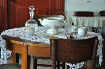 https://cf.ltkcdn.net/furniture/images/slide/107849-850x562-used_dining_room.jpg
