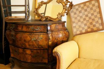 https://cf.ltkcdn.net/furniture/images/slide/107852-850x563-yard_sale.jpg