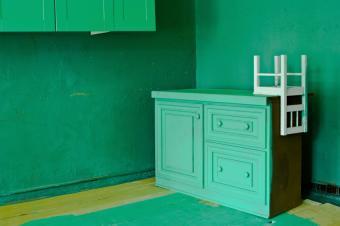 https://cf.ltkcdn.net/furniture/images/slide/107864-850x565-Green-room.jpg