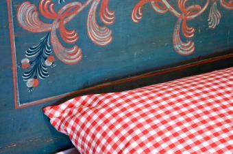 https://cf.ltkcdn.net/furniture/images/slide/107866-849x565-Bed.jpg