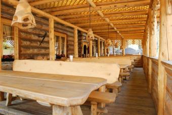 https://cf.ltkcdn.net/furniture/images/slide/107882-847x567-restaurant_deck.jpg