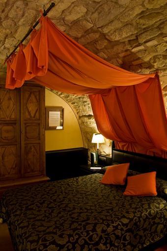 https://cf.ltkcdn.net/furniture/images/slide/171465-531x800-Castle-bed-design-TS-new.jpg