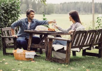 https://cf.ltkcdn.net/furniture/images/slide/256377-850x595-8_farm_table.jpg
