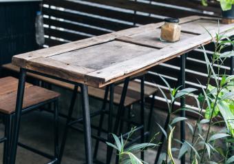 https://cf.ltkcdn.net/furniture/images/slide/256389-850x595-15_pallet_table.jpg