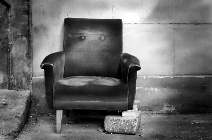 Chair_with_no_leg.jpg