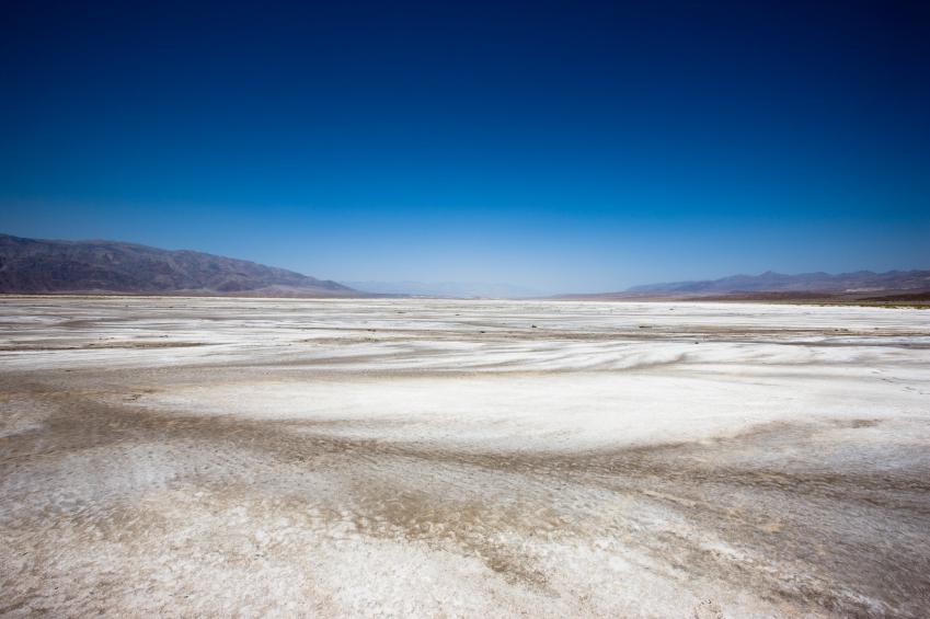 https://cf.ltkcdn.net/garden/images/slide/112066-849x565-Death-Valley-California.jpg