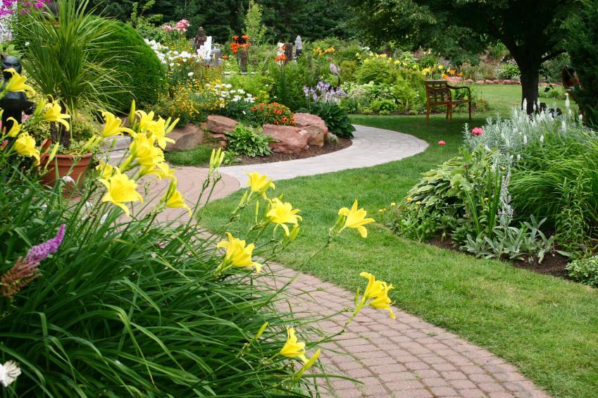 https://cf.ltkcdn.net/garden/images/slide/137385-849x565r1-formalstyle3.jpg