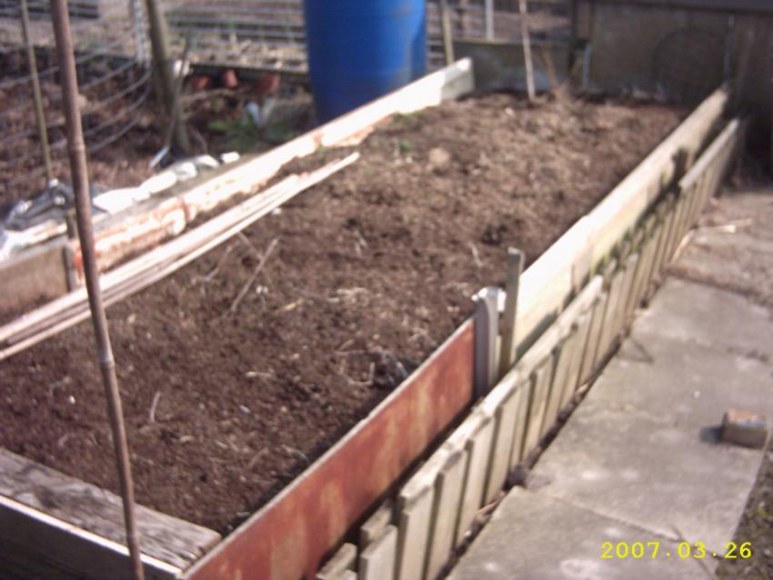 https://cf.ltkcdn.net/garden/images/slide/148796-850x638-raised-bed.jpg